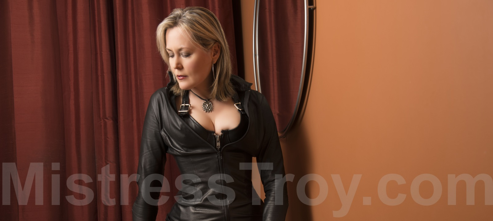 MISTRESS TROY Professional Dominatrix Manhattan NYC New York has a loyal following of submissives, masochists, slaves and fetishists