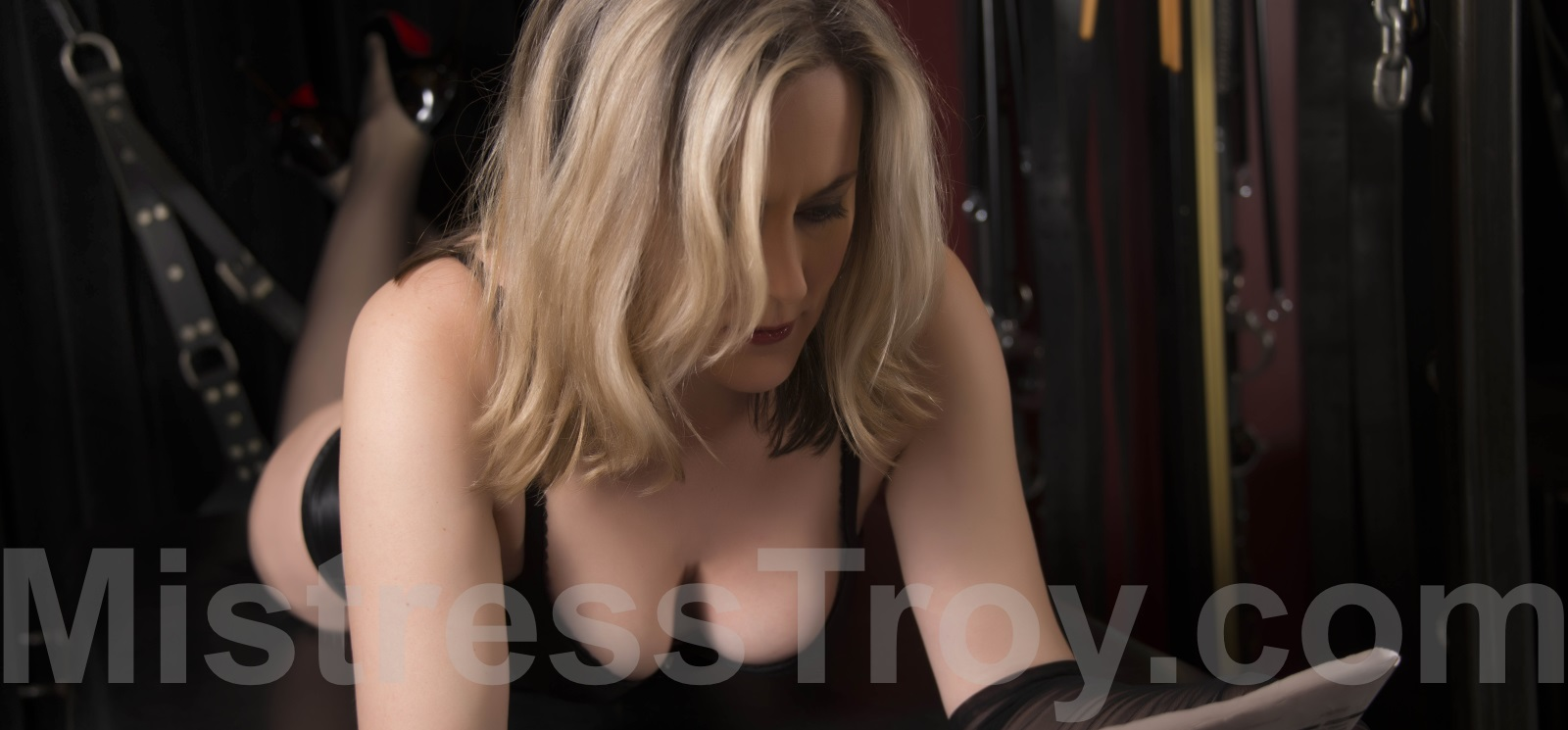 MISTRESS TROY Professional Dominatrix Manhattan NYC New York provides updates on newly acquired BDSM equipment and fetish toys 		 	  and wardrobe, upcoming travel dates and other femdom news